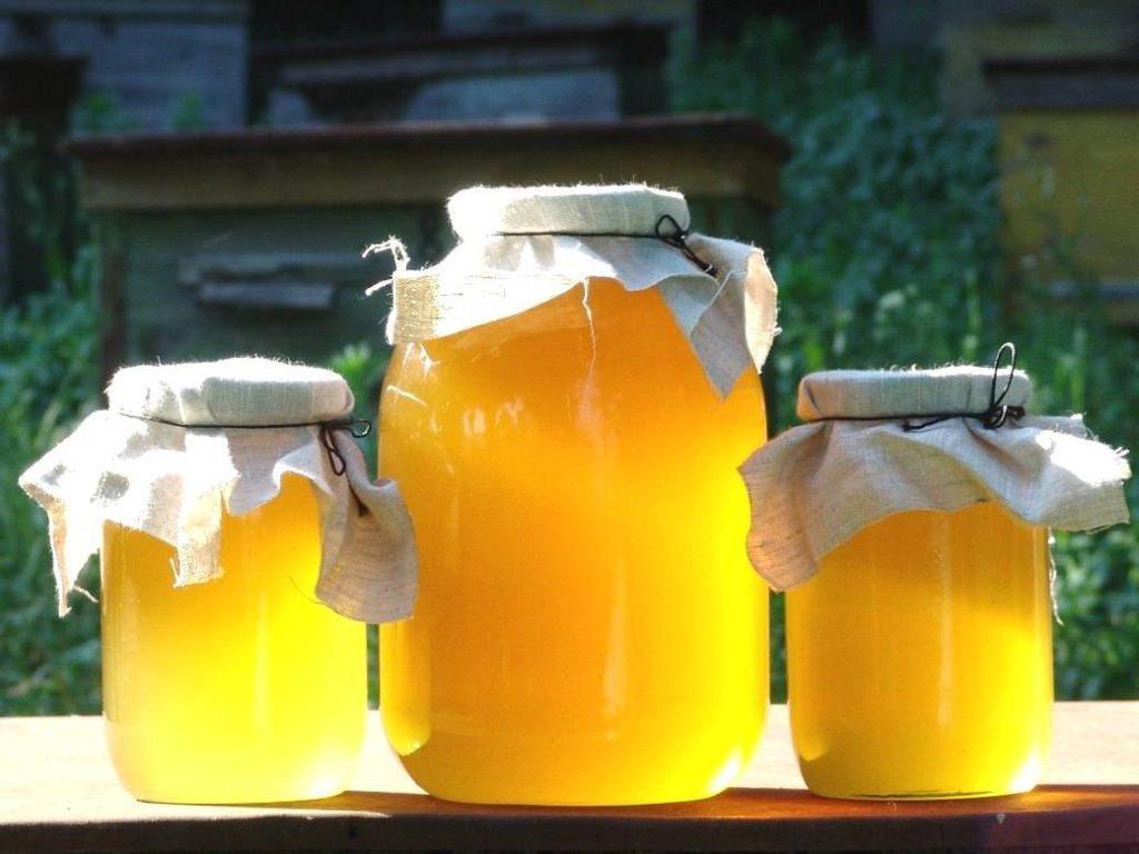 цветочный мед в трехлитровой и в литровых баночках
