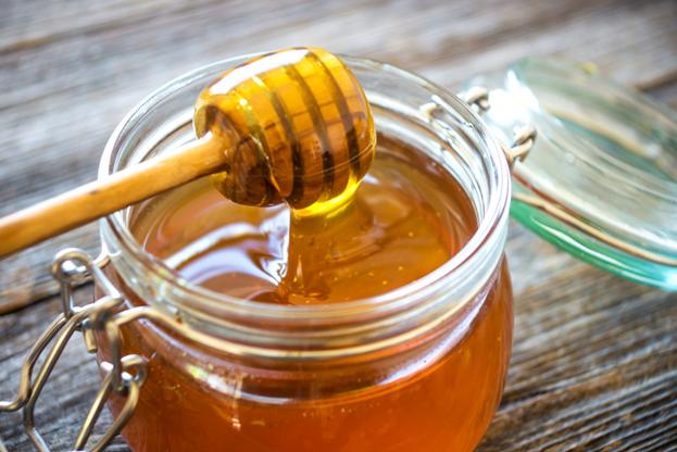 свежий мед на веретене