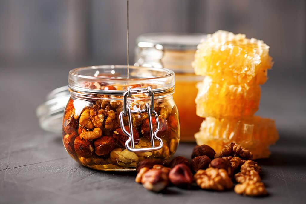 мед с орехами и с сотой