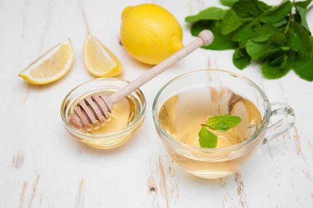 вода с медом, лимоном и мятой